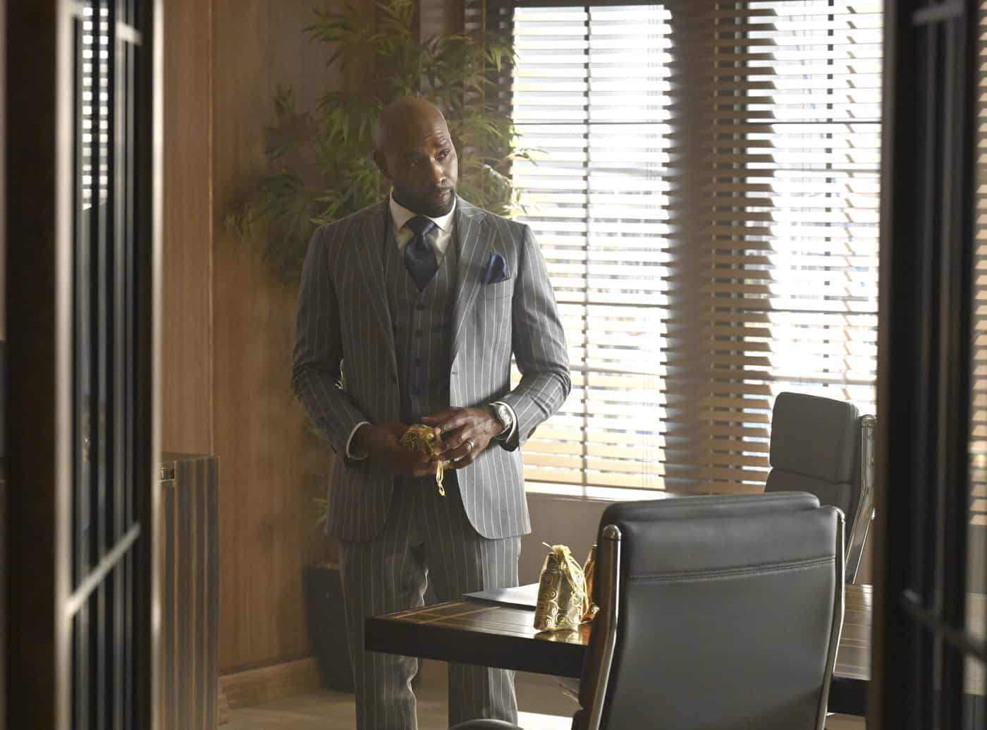 """OUR KIND OF PEOPLE Season 1 Episode 3:  Morris Chestnut in the """"Hot Links & Red Drinks"""" episode of OUR KIND OF PEOPLE airing Tuesday, Oct. 5 (9:00-10:00 PM ET/PT) on FOX. ©2021 FOX MEDIA LLC. Cr: Brownie Harris/FOX."""