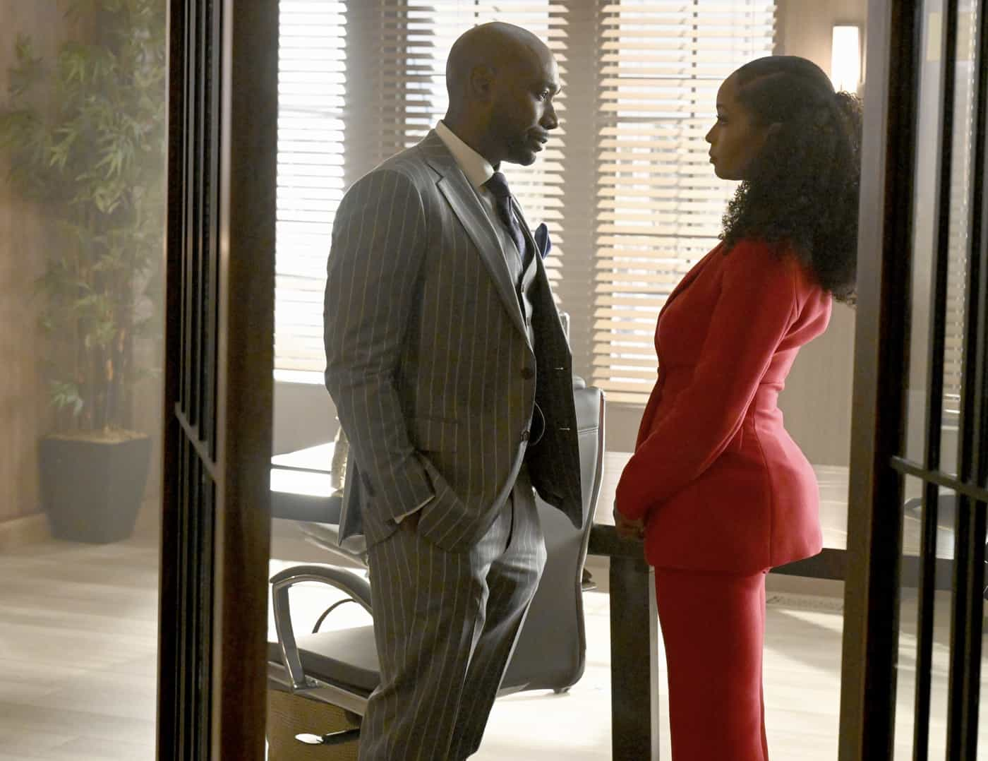 """OUR KIND OF PEOPLE Season 1 Episode 3: L-R: Morris Chestnut and Yaya DaCosta in the """"Hot Links & Red Drinks"""" episode of OUR KIND OF PEOPLE airing Tuesday, Oct. 5 (9:00-10:00 PM ET/PT) on FOX. ©2021 FOX MEDIA LLC. Cr: Brownie Harris/FOX."""
