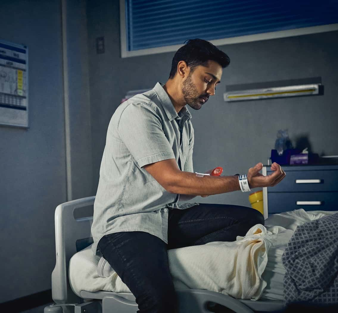"""THE RESIDENT Season 5 Episode 3: Manish Daya in the """"Long & Winding Road"""" episode of THE RESIDENT airing Tuesday, Oct. 5 (8:00-9:00 PM ET/PT) on FOX. ©2021 Fox Media LLC Cr: Tom Griscom/FOX"""