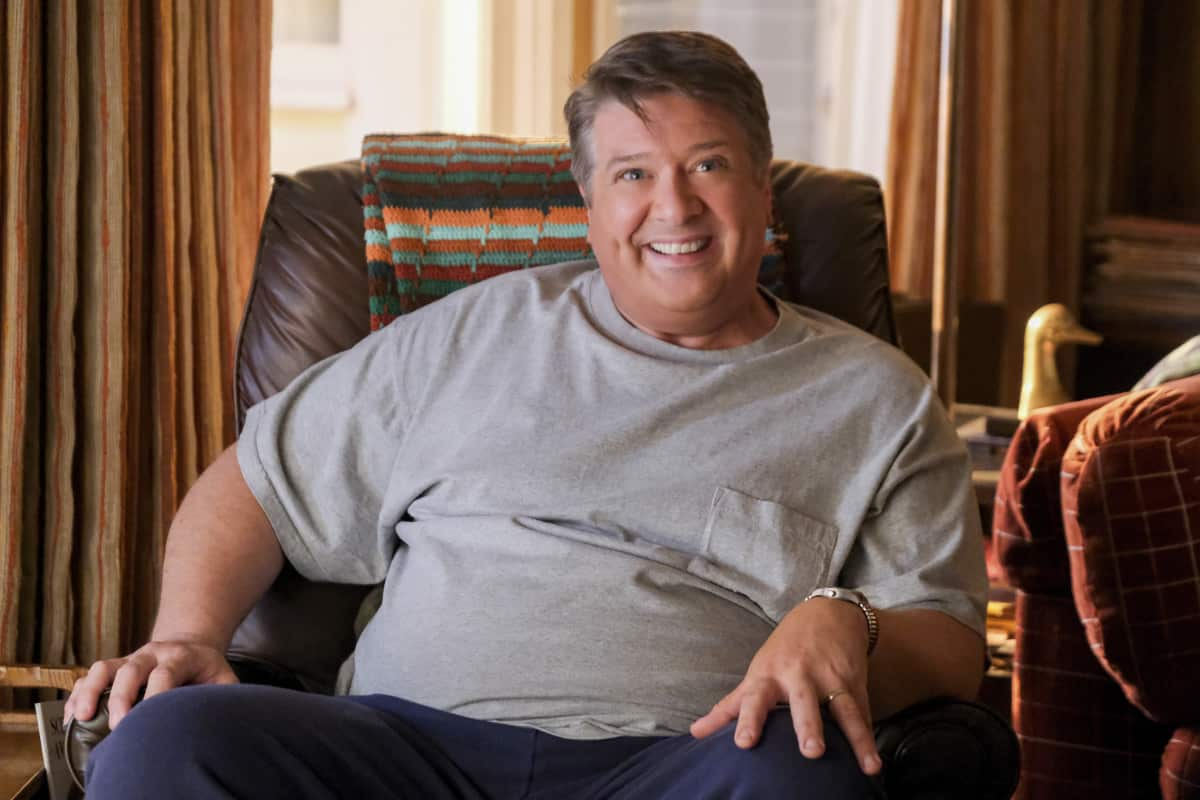 """YOUNG SHELDON Season 5 Episode 1 """"One Bad Night and Chaos of Selfish Desires"""" - Pictured: George Sr. (Lance Barber). Sheldon and Missy both run away from home, and Mary gets upsetting news about George, Sr., on the fifth season premiere of YOUNG SHELDON, Thursday, Oct. 7 (8:00-8:31 PM, ET/PT) on the CBS Television Network and available to stream live and on demand on Paramount+.   Photo Credit: Darren Michaels ©2021 Warner Bros. Entertainment Inc. All Rights Reserved."""
