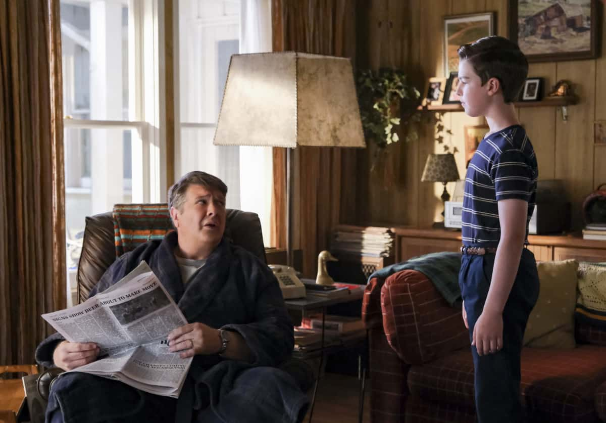 """YOUNG SHELDON Season 5 Episode 1 """"One Bad Night and Chaos of Selfish Desires"""" - Pictured: George Sr. (Lance Barber) and Sheldon (Iain Armitage). Sheldon and Missy both run away from home, and Mary gets upsetting news about George, Sr., on the fifth season premiere of YOUNG SHELDON, Thursday, Oct. 7 (8:00-8:31 PM, ET/PT) on the CBS Television Network and available to stream live and on demand on Paramount+.   Photo Credit: Darren Michaels ©2021 Warner Bros. Entertainment Inc. All Rights Reserved."""