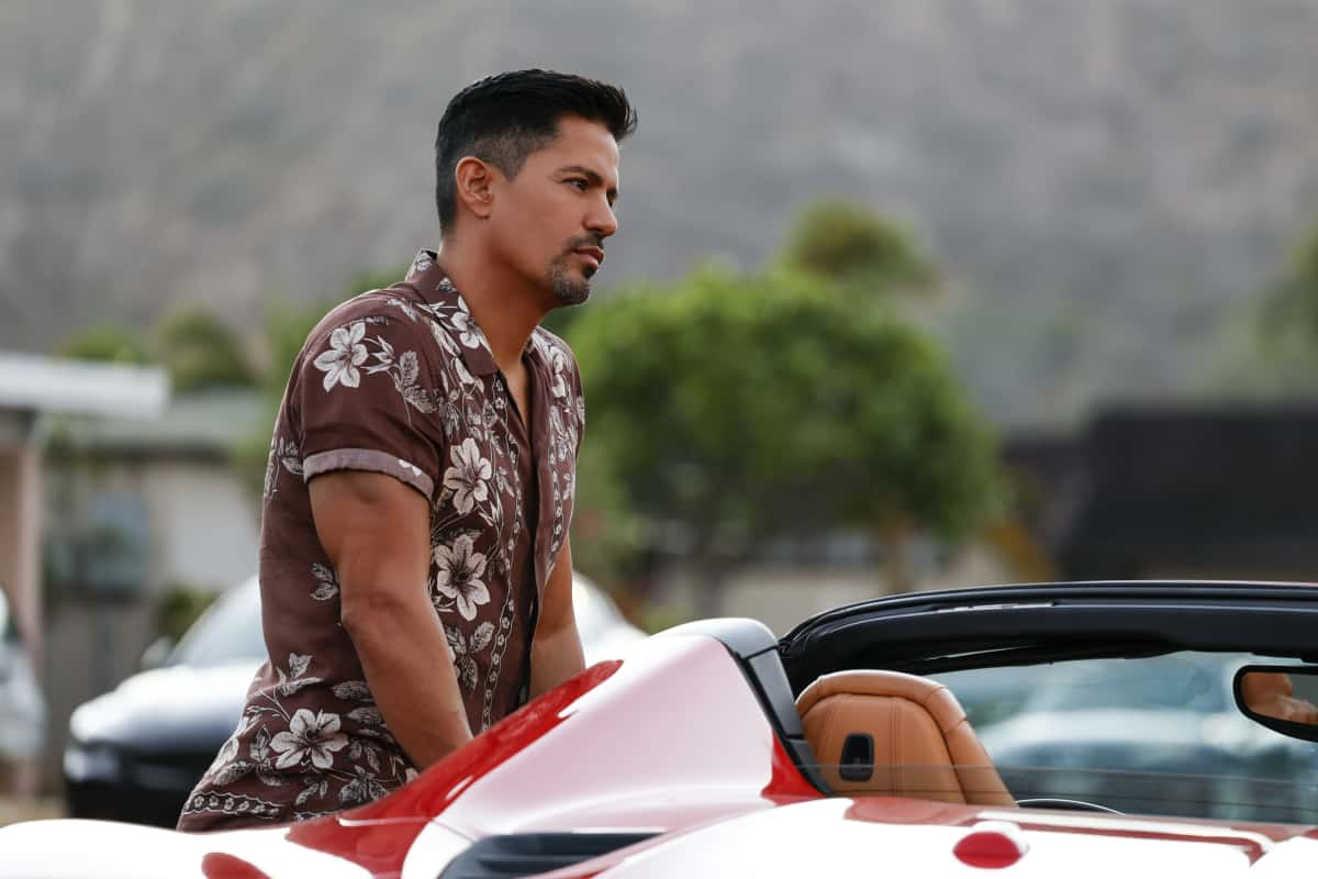 """MAGNUM P.I. Season 4 Episode 2 """"The Harder They Fall"""" While Magnum and Higgins reunite and work the case of a construction workerÕs tragic death, TC and Shammy get skyjacked by a pair of drug runners posing as tourists, on MAGNUM P.I., Friday, Oct. 8 (9:00-10:00 PM, ET/PT) on the CBS Television Network and available to stream live and on demand on Paramount+. Pictured: Jay Hernandez as Thomas Magnum  Photo: Zack Dougan/CBS ©2021 CBS Broadcasting, Inc. All Rights Reserved."""