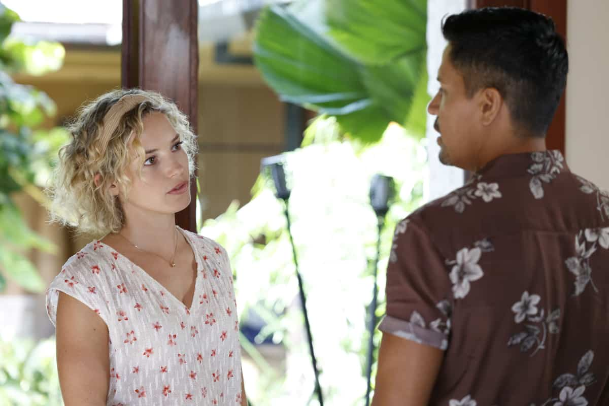 """MAGNUM P.I. Season 4 Episode 2 """"The Harder They Fall"""" While Magnum and Higgins reunite and work the case of a construction workerÕs tragic death, TC and Shammy get skyjacked by a pair of drug runners posing as tourists, on MAGNUM P.I., Friday, Oct. 8 (9:00-10:00 PM, ET/PT) on the CBS Television Network and available to stream live and on demand on Paramount+. Pictured L-R: Perdita Weeks as Juliet Higgins and Jay Hernandez as Thomas Magnum Photo: Zack Dougan/CBS ©2021 CBS Broadcasting, Inc. All Rights Reserved."""
