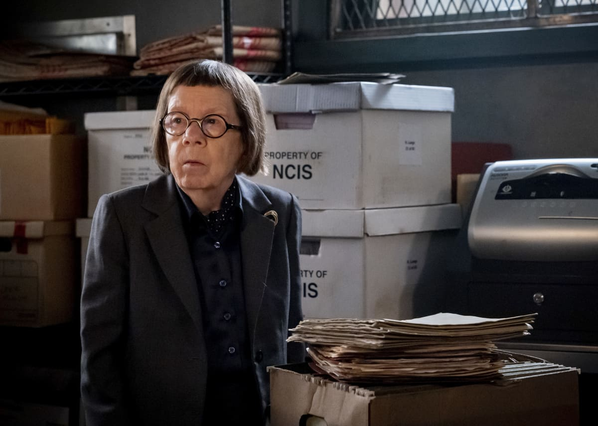 """NCIS LOS ANGELES Season 13 Episode 1 """"Subject 17"""" - Pictured: Linda Hunt (Henrietta """"Hetty"""" Lange). While Callen suspects Hetty of keeping secrets about his past and Joelle surfaces in her quest to capture Katya, NCIS must track down an informant whose life is in danger.  Also, Kensi and Deeks work to expand their family, on the 13th season premiere of NCIS: LOS ANGELES, Sunday, Oct. 10 (9:00-10:00 PM, ET/PT) on the CBS Television Network and available to stream live and on demand on the CBS app and Paramount+. Robert Voets/CBS ©2021 CBS Broadcasting, Inc. All Rights Reserved."""