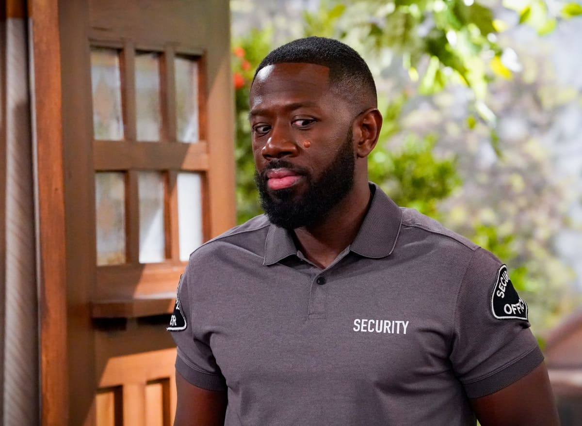 """THE NEIGHBORHOOD Season 4 Episode 4 """"Welcome to the Porch Pirate"""" - Pictured: Sheaun McKinney (Malcolm Butler). When Dave and Gemma face a devastating loss, Calvin and Tina offer emotional support and reflect on a period that tested their own family, on the CBS Original series THE NEIGHBORHOOD, Monday, Oct. 11 (8:00-8:30 PM, ET/PT) on the CBS Television Network, and available to stream live and on demand on Paramount+. Photo: Monty Brinton/CBS ©2021 CBS Broadcasting, Inc. All Rights Reserved."""