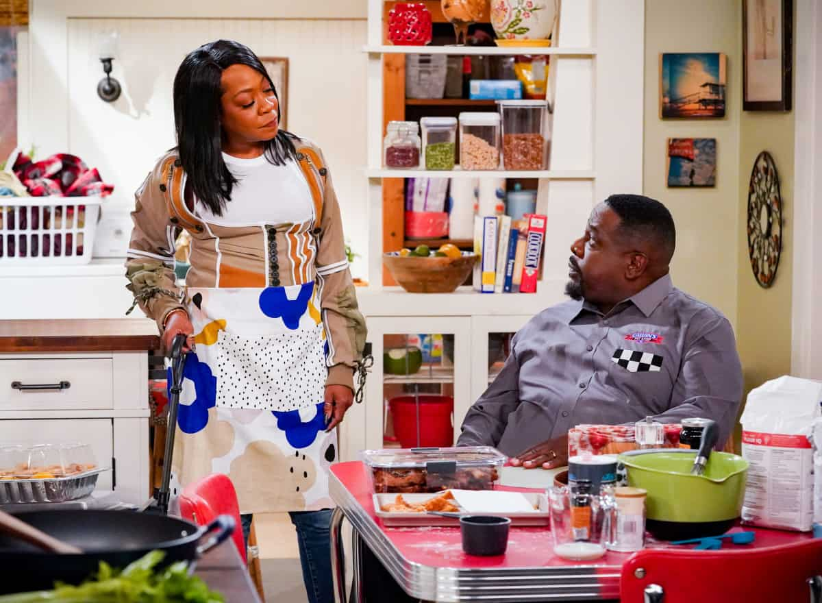 """THE NEIGHBORHOOD Season 4 Episode 4 """"Welcome to the Porch Pirate"""" - Pictured: Tichina Arnold (Tina Butler) and Cedric the Entertainer (Calvin Butler). When Dave and Gemma face a devastating loss, Calvin and Tina offer emotional support and reflect on a period that tested their own family, on the CBS Original series THE NEIGHBORHOOD, Monday, Oct. 11 (8:00-8:30 PM, ET/PT) on the CBS Television Network, and available to stream live and on demand on Paramount+. Photo: Monty Brinton/CBS ©2021 CBS Broadcasting, Inc. All Rights Reserved."""