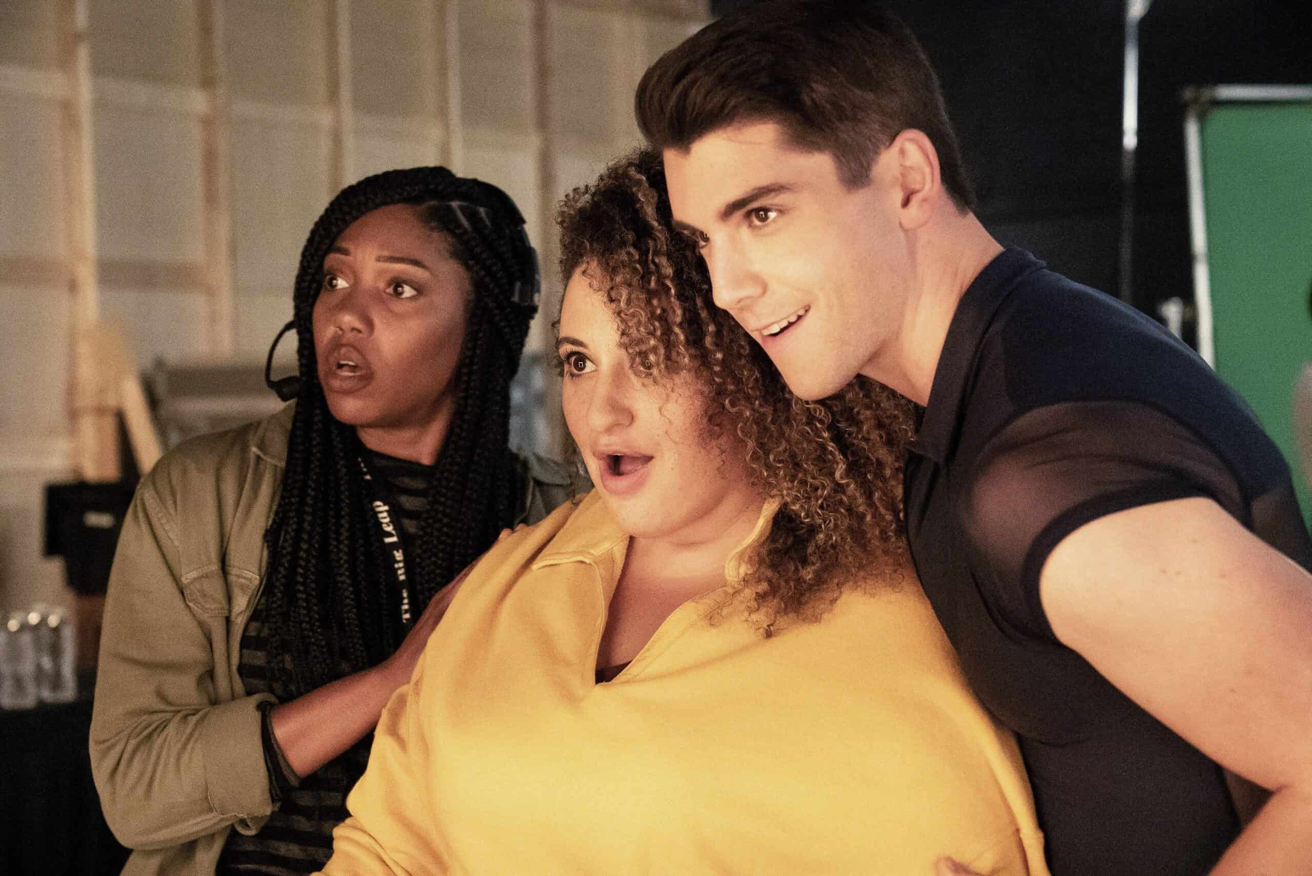 """THE BIG LEAP Season 1 Episode 4: L-R: Guest star McKenzie Chinn, Simone Recasner and guest star Adam Kaplan in the """"Nothing But Money Shots"""" episode of THE BIG LEAP airing Monday, Oct. 11 (9:00-10:00PM ET/PT) on FOX. © 2021 FOX Media LLC. CR: Jean Whiteside/FOX."""