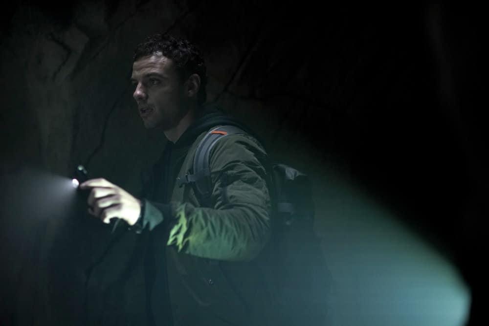 """LA BREA Season 1 Episode 3 -- """"The Hunt"""" Episode 103 -- Pictured: Josh McKenzie as Lucas Hayes -- (Photo by: Sarah Enticknap/NBC)"""