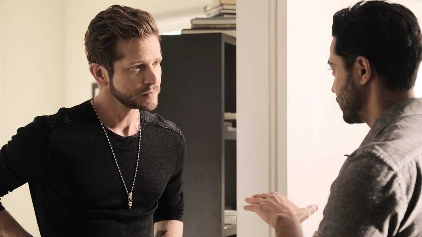 """THE RESIDENT Season 5 Episode 4: L-R: Matt Czuchry and Manish Dayal in the """"Now What?"""" season episode of THE RESIDENT airing Tuesday, Oct. 12 (8:00-9:00 PM ET/PT) on FOX. ©2021 Fox Media LLC Cr: Guy D'Alema/FOX"""