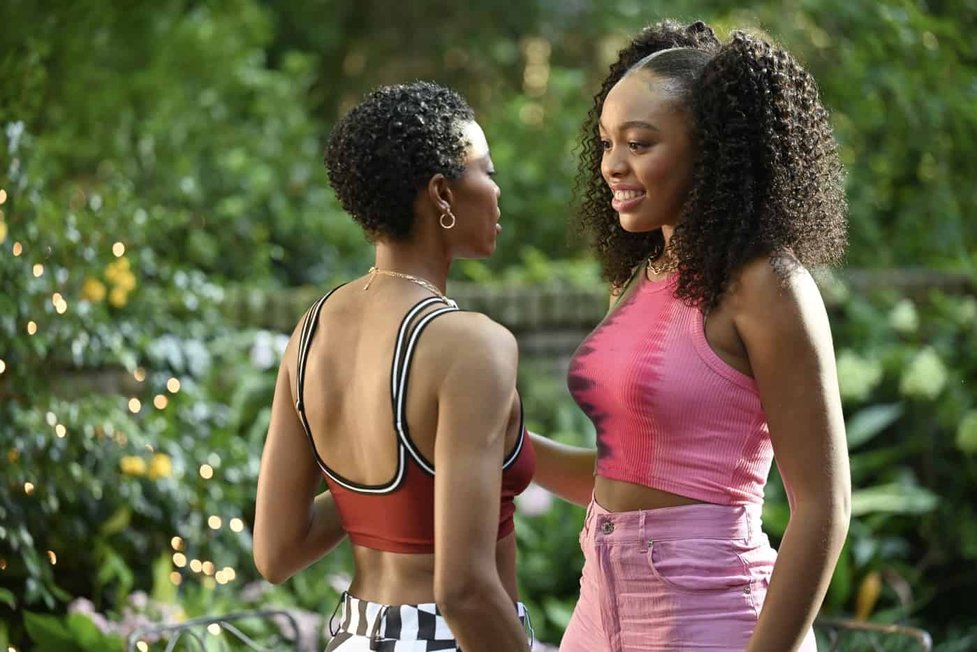 OUR KIND OF PEOPLE Season 1 Episode 4: L-R: Guest star Nicole Chanel Williams and Alana Bright in the ìCrabs in a Gold-Plated Barrelì episode of OUR KIND OF PEOPLE airing Tuesday, Oct. 12 (9:00-10:00 PM ET/PT) on FOX. ©2021 FOX MEDIA LLC. Cr: Brownie Harris/FOX.
