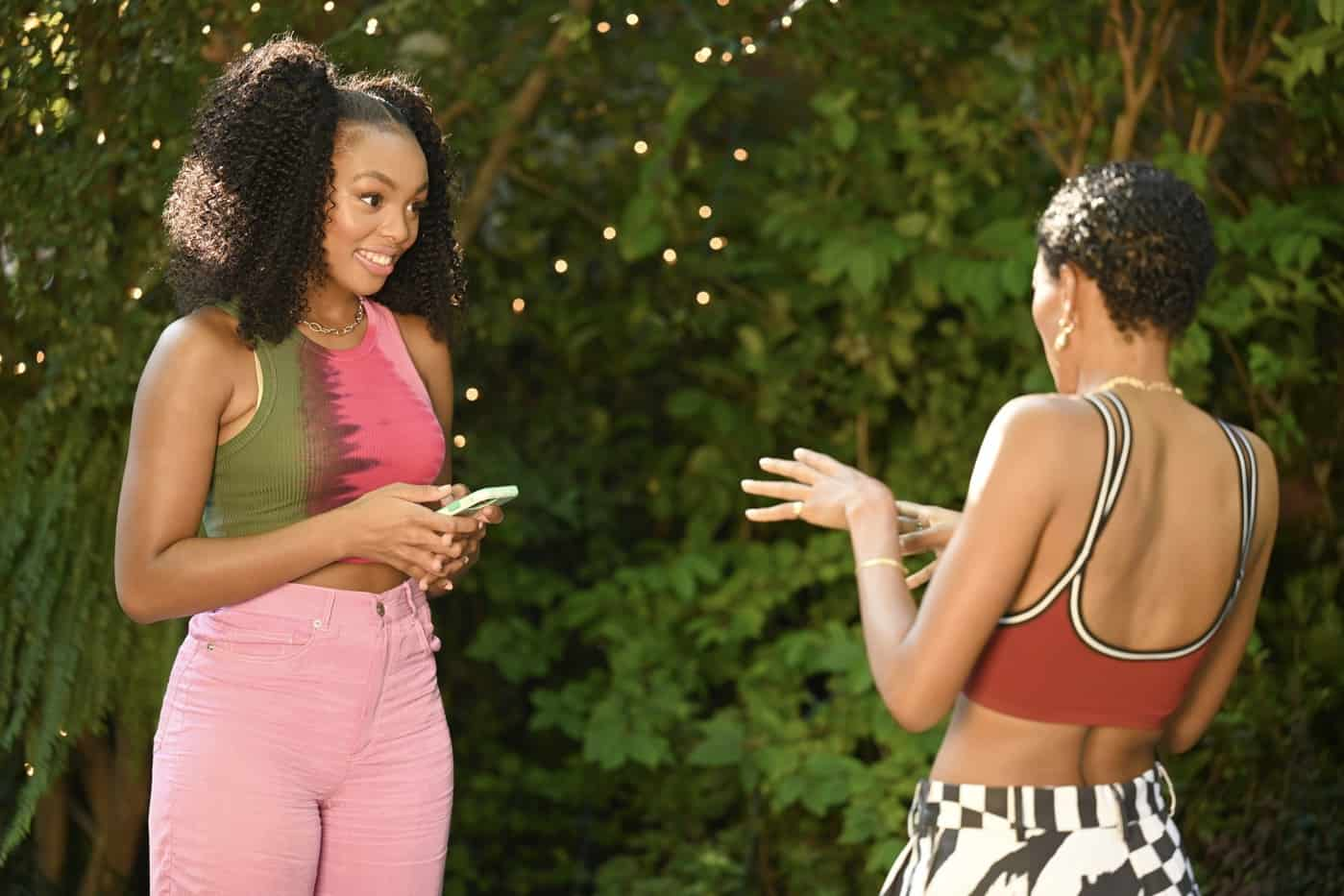 OUR KIND OF PEOPLE Season 1 Episode 4 :  L-R: Alana Bright and guest star Nicole Chanel Williams in the ìCrabs in a Gold-Plated Barrelì episode of OUR KIND OF PEOPLE airing Tuesday, Oct. 12 (9:00-10:00 PM ET/PT) on FOX. ©2021 FOX MEDIA LLC. Cr: Brownie Harris/FOX.