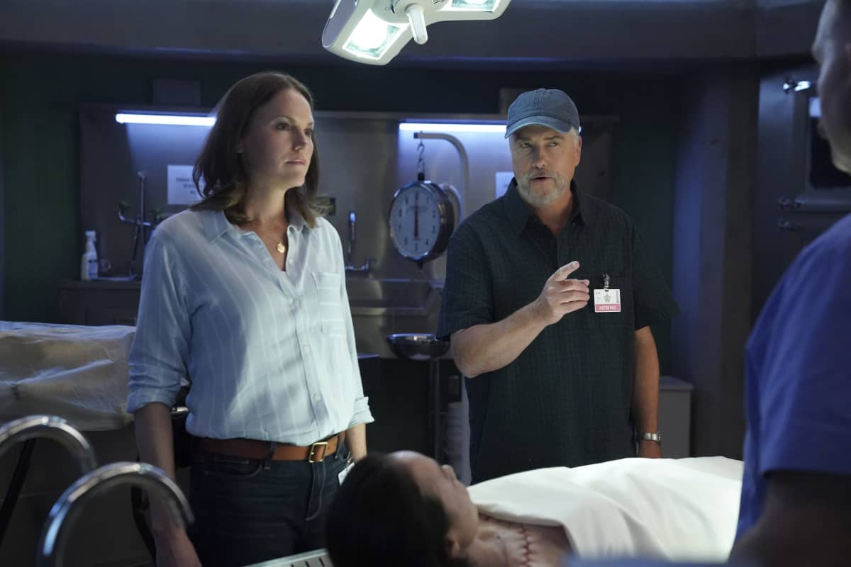 """CSI VEGAS Season 1 Episode 2 """"Honeymoon in Vegas"""" Gil Grissom and Sara Sidle come to the aid of a former colleague whoÕs been implicated in tampering with evidence. The rest of the CSI team works the murder of a couple slain on their wedding day, following the evidence to the salacious underbelly of the Las Vegas elite on CSI: VEGAS, Wednesday, Oct. 13 (10:00-11:00 PM, ET/PT) on the CBS Television Network and available to stream live and on demand on Paramount+. Pictured L-R: Jorja Fox as Sara Sidle and William Petersen as Dr. Gil Grissom  Photo: Sonja Flemming/CBS ©2021 CBS Broadcasting, Inc. All Rights Reserved."""